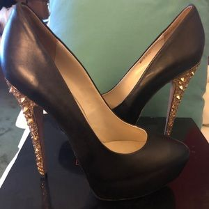 Black pumps with gold spike heel